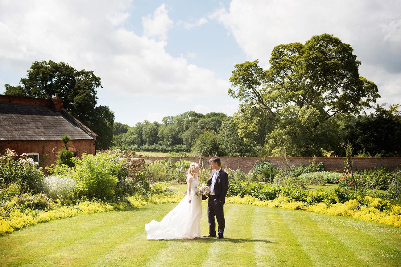 Kelmarsh-Hall-wedding-photographer-Sarah-Vivienne---Andrew-Sarah---1002