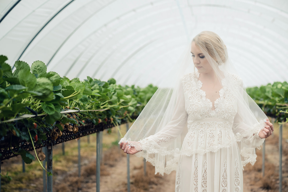 A rustic wedding themed editorial photo shoot at Norwood Park in Nottingham (42)