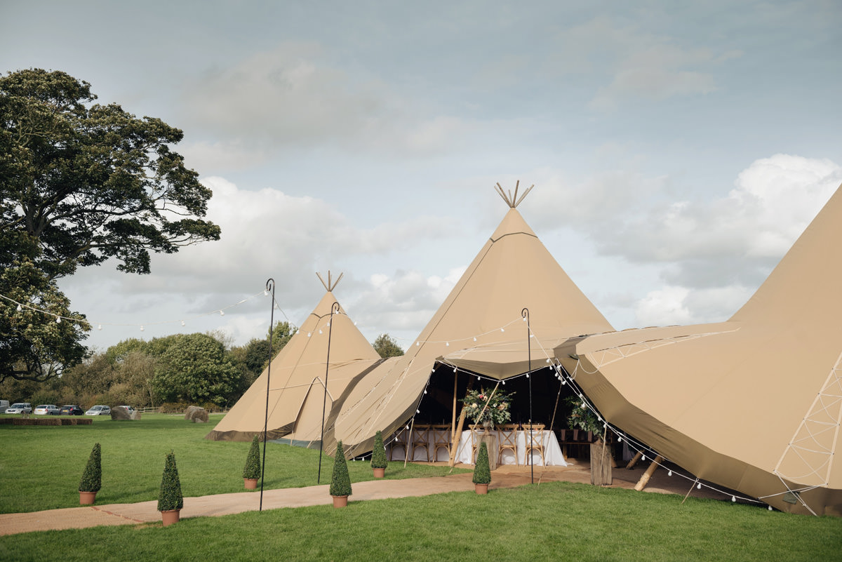 A Tuscany themed outdoor tipi wedding at Cattows Farm in Leicestershire (32)