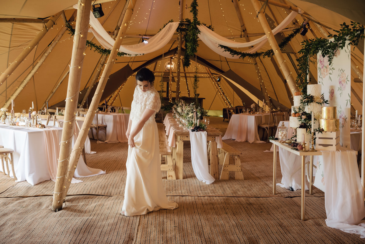 A Tuscany themed outdoor tipi wedding at Cattows Farm in Leicestershire (26)