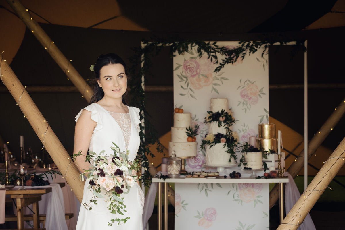 A Tuscany themed outdoor tipi wedding at Cattows Farm in Leicestershire (17)