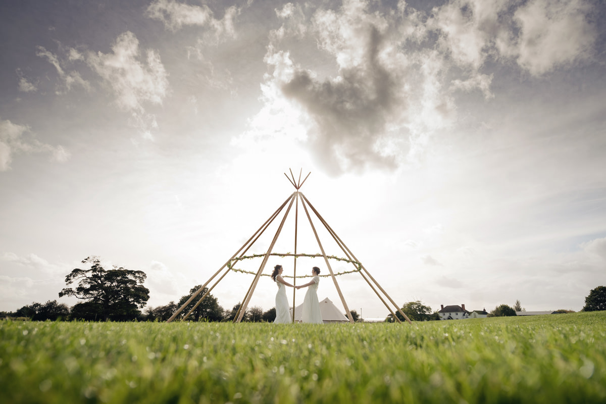 A Tuscany themed outdoor tipi wedding at Cattows Farm in Leicestershire (51)