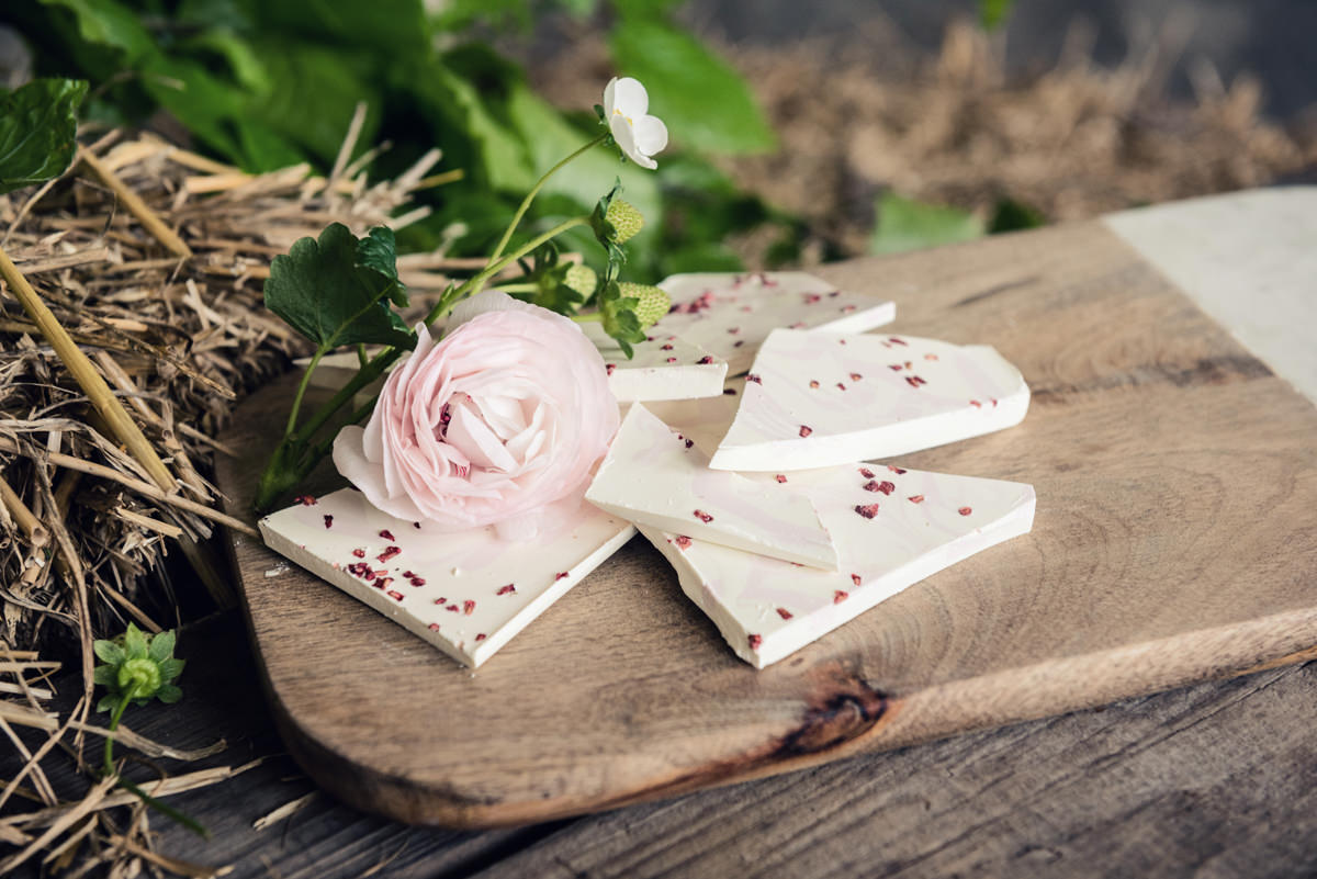 White chocolate and strawberry bark wedding sweet treats by Couture Cakes in Northampton